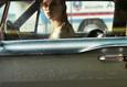 Дама в очках и с ружьем в автомобиле 1