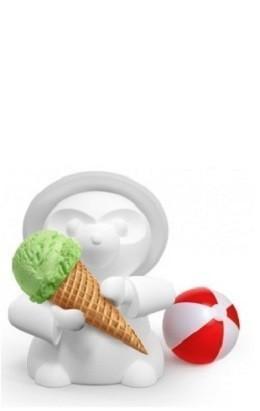 Мороженое каждому юному гостю