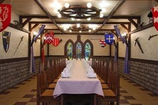 Банкет в духе короля Артура, свадьба на 250 персон и другие возможности кафе «Эркас» в центре города