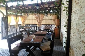 Сербская кухня на свежем воздухе: открылась летняя веранда «Золотой Долины»