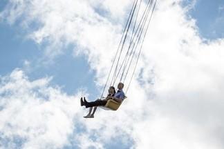 Летали над водой, кормили детей азотом, искали серебро в салуне… Репортаж с пикника «Лето. Есть!»