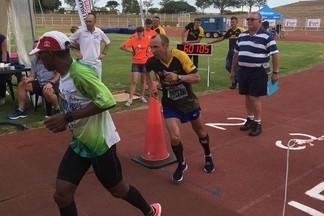 «Он сверхчеловек?!»: тренер из Екатеринбурга поставил мировой рекорд в гонке на 160 км в Африке