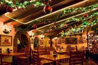 7 кафе на Новый год: где будут лазерные танцы, куда принести ящик шампанского и кто запустит фейерверк?