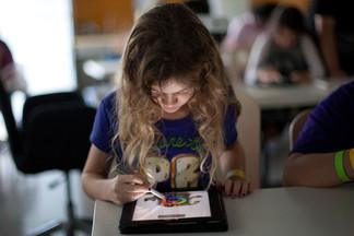 В УрФУ определили возраст, с которого лучше всего пользоваться гаджетами и заниматься IT