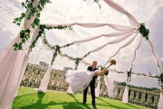 Романтичная свадьба на природе: идеи от загородного клуба «У горы Волчиха»