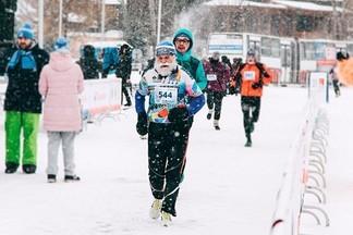 1500 екатеринбуржцев устроили массовую пробежку в рамках зимнего марафона «Европа-Азия»