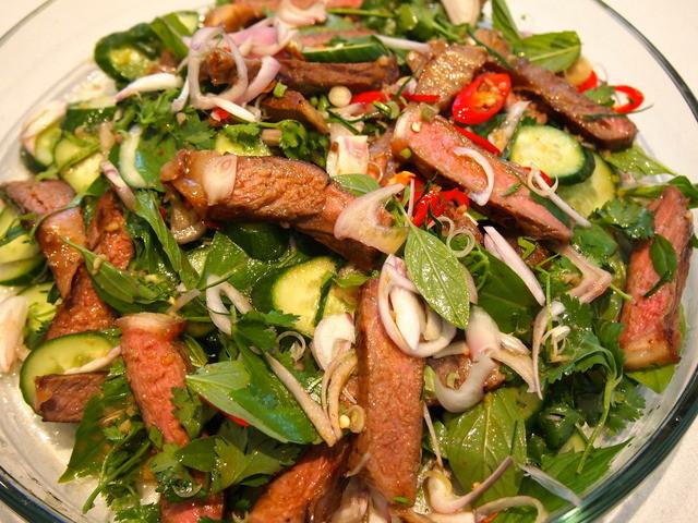 Мясные салатов с фотографиями