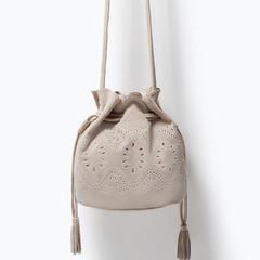 Сумка ZARA Кожаная мини сумка-мешок с ажурным узором