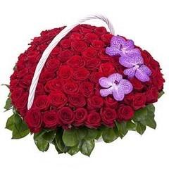 Букетик 66 Корзина из роз и орхидей