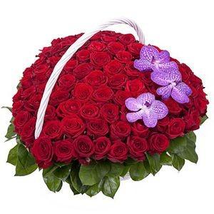 Букетик 66 Корзина из роз и орхидей - фото 1