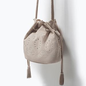 Сумка ZARA Кожаная мини сумка-мешок с ажурным узором - фото 2